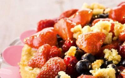 Rezept der Woche: Biskuittorte mit Beeren und Vanilleguss