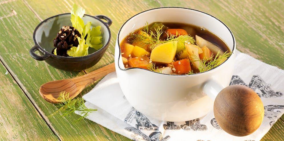 Basische Gemüsesuppe mit Sellerie, Fenchel, Möhren und Kartoffeln