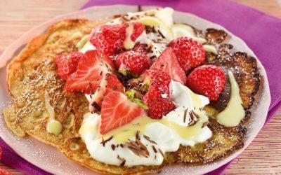 Rezept der Woche: Dinkel Pfannkuchen mit Erdbeeren und Eierlikör-Creme