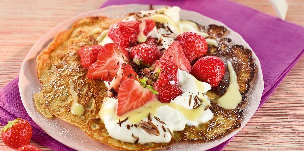 Rezept der Woche: Dinkel-Pfannkuchen mit Erdbeeren und Eierlikör-Creme