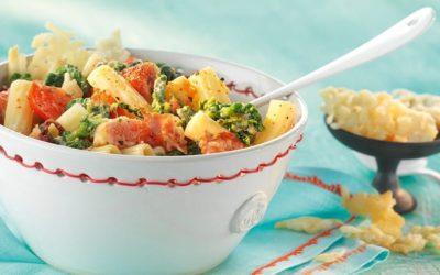 Rezept der Woche: Maccheroni mit Spinat, Feigen, Tomaten, Schinken und Parmesan-Chips