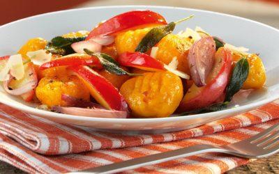 Rezept der Woche: Rotwein-Zwiebeln & Parmesan auf Kürbisgnocchi